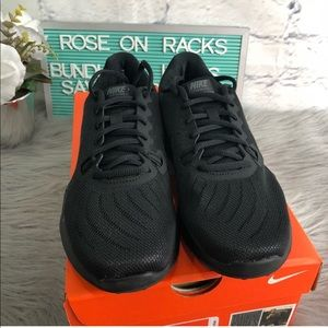Nike In Season TR 7 NIB Black Athletic Shoe